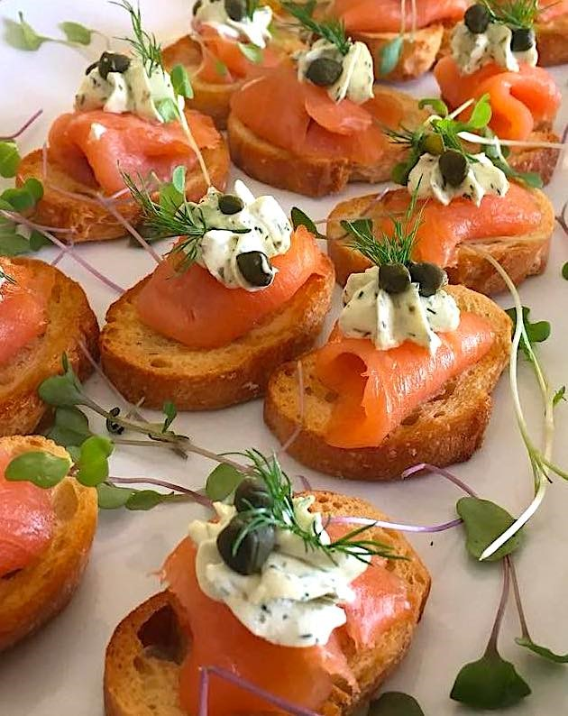 smoked-salmon-crostini-with-lemon-dill-cream-cheese-capers