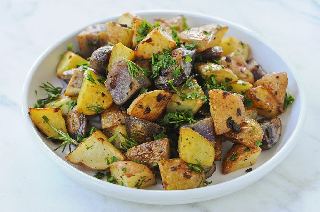 roasted-baby-potatoes-with-garlic-and-fresh-rosemary