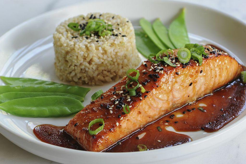 sesame-ginger-glazed-salmon