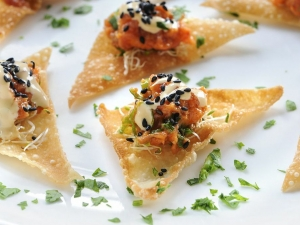 ahi-tuna-tartare-on-wonton-crisps-with-sesame-ginger-glaze