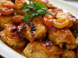 apricot-glazed-chicken-thighs-with-white-wine-garlic-dried-apricots-and-fresh-thyme