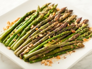asparagus-with-hazelnuts