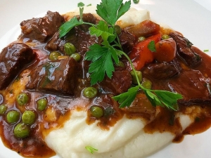 braised-beef-shortribs-over-cauliflower-mash