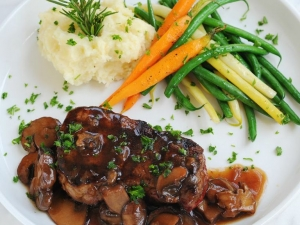 grilled-filet-mignon-with-port-wine-mushroom-sauce