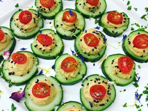 mediterranean-hummus-and-cucumber-bits