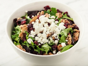 mixed-greens-salad-with-cranberries-walnuts-and-goat-cheese