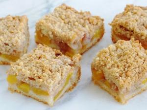 peach-crumb-bars