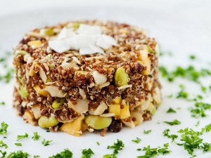 quinoa-salad-with-mango-coconut-edamame-raisins-and-almonds