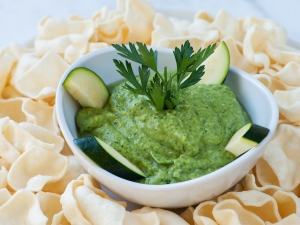 raw-zucchini-hummus-with-lentil-chips