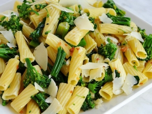 rigatoni-pasta-with-broccolini-tossed-with-roasted-garlic-and-red-chili-pepper-oil-topped-with-shaved-parmesan