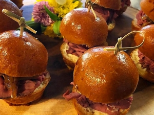 roast-beef-sliders-with-garlic-basil-aiolicaramelized-onions-broiche-bun