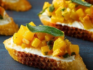 roasted-butternut-squash-ricotta-and-sage-crostini