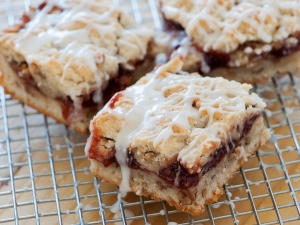 strawberry-streusel-bars