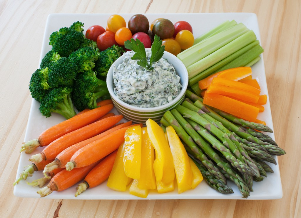 vegetable-crudite-platter-with-spinach-dip